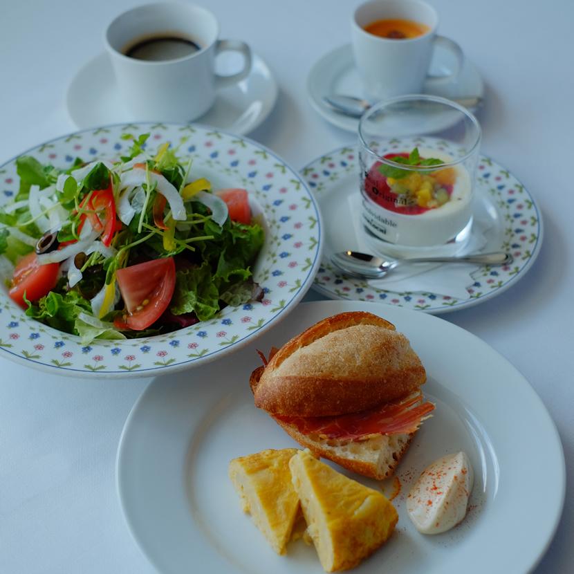サラダ&サンドのバランスランチ